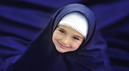 چرا دختران جوان باید چادر بر سر کنند؟