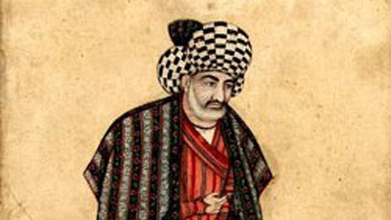زندگینامه علامه محمد باقر مجلسی علامه مجلسى در زمان شاه عباس اول که مردى با سیاست و با کفایت و در عین حال، مردى سنگدل و بى رحم بود متولد شد. زمانیکه شاه صفى پس از او به حکومت رسید، عراق از قلمرو حکومت ایران جدا شد. پس از شاه صفى، شاه عباس دوم که 9 سال داشت به حکومت رسید و در مجلس تاجگذارى او بود که علامه از او خواست شراب خوارى و فروش آن و برخى اعمال منکر دیگر ممنوع شود. او هم به توصیه هاى علامه عمل کرد، اما رفته رفته، او نیز چون دیگر شاهان آلوده شراب و... شد. اوضاع سیاسى علماى بزرگوار شیعه در طول تاریخ با وجود فشارها و محرومیت ها و اختناقهاى فراوان زحمات ارزنده اى کشیده و آثارى گرانبها به یادگار نهاده اند. آنان با خون دل خوردن ها و زحمات طاقت فرسا نهال تشیع را آبیارى نمودند و این میراث عظیم پیامبر صلى الله علیهوآله را به ما رساندند. در این بین هر گاه اوضاع نسبتا مساعدى فراهم مى شد و فشارها بر علیه شیعیان کم مى شد شاهد شکوفایى بى نظیر فقها و علما و فیلسوفان شیعه هستیم. از جمله این موقعیتها عصر شیخ مفید و شیخ طوسى را در حکومت آل بویه مى توان برشمرد. همچنین دوره صفویه و زمان علامه مجلسى شاهدى صادق بر این گفتار است. علامه مجلسى با عنایت به انتساب شاهان صفویه به تشیع و اینکه آنان خود را منسوب به ائمه اطهار علیهم السلام مى دانستند بیشترین استفاده را در جنبه هاى مختلف نمود. تألیف بزرگترین دائره المعارف حدیث شیعه در غیر چنین زمانى و با عدم امکانات اقتصادى بسیار دشوار مى نمود. تولد علّامه محمد باقر مجلسى به سال 1037 هجرى مساوى با عدد ابجدى جمله «جامع کتاب بحارالانوار» چشم به جهان گشود. پدرش مولا محمد تقى مجلسى از شاگردان بزرگ شیخ بهایى و در علوم اسلامى از سرآمدان روزگار خود به شمار میرفت. وى داراى تألیفات بسیارى از جمله «احیاء الاحادیث فى شرح تهذیب الحدیث» است. «مادرش دختر صدرالدین محمد عاشوری» است که خود از پرورش یافتگان خاندان علم و فضیلت بود. خاندان علامه مجلسى خاندان علامه مجلسى از جمله پر افتخارترین خاندانهاى شیعه در قرون اخیر است. در این خانواده نزدیک به یکصد عالم وارسته و بزرگوار دیده مى شود و از نزدیکان علامه پس از بررسى تنها علم و فضل مشاهده مى کنیم: 1 - جد بزرگ علامه، عالم بزرگوار حافظ، ابو نعیم اصفهانى صاحب کتابهایى چون«تاریخ اصفهان» و «حلیه الأولیاء» است. 2 - پدر