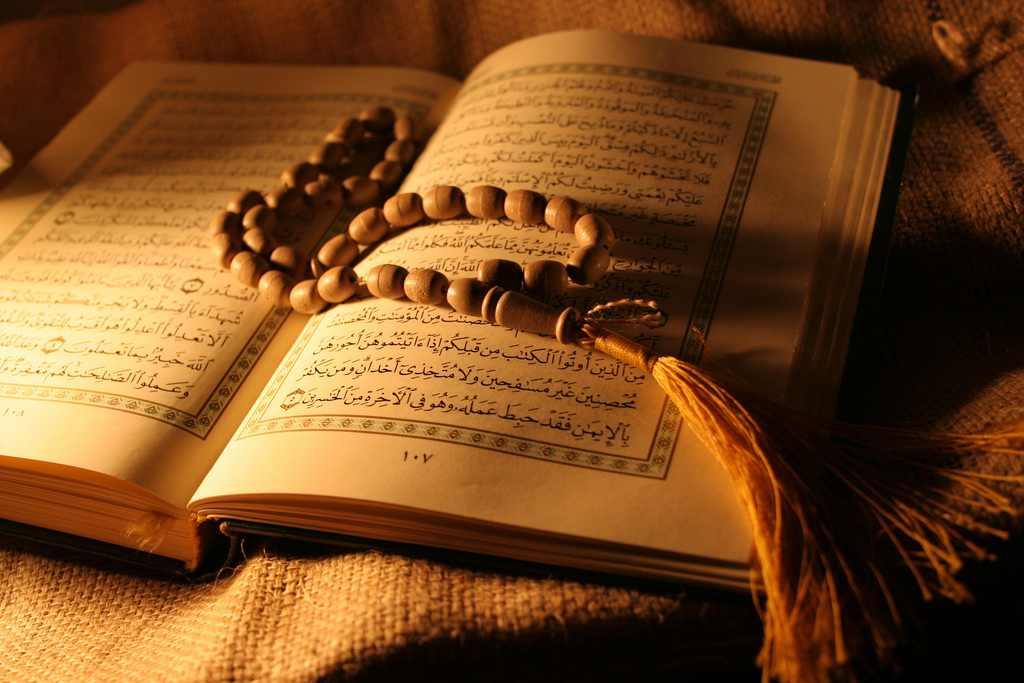 آشنایی با آداب و احکام خواندن قرآن در هنگام قاعدگی