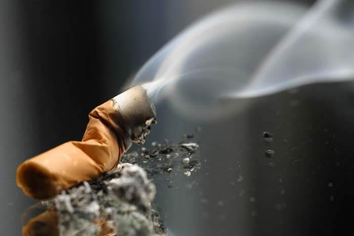 حکم سیگار کشیدن در زمان روزه داری