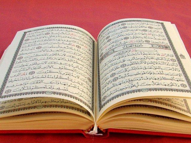 هنگام قاعدگی خواندن قرآن چه حکمی دارد؟