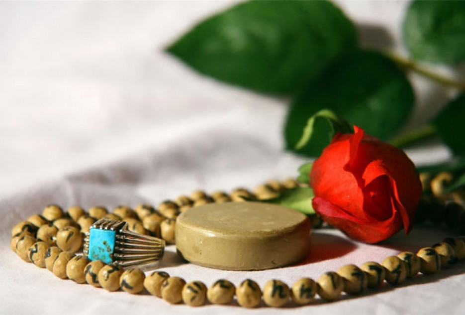 به چه دلیل در نماز سوره ی حمد را می خوانیم؟